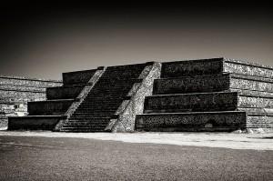 teotihuacan b&w